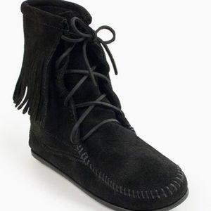 Minnetonka Traditional Fringed Tamper Boot, Sz 5